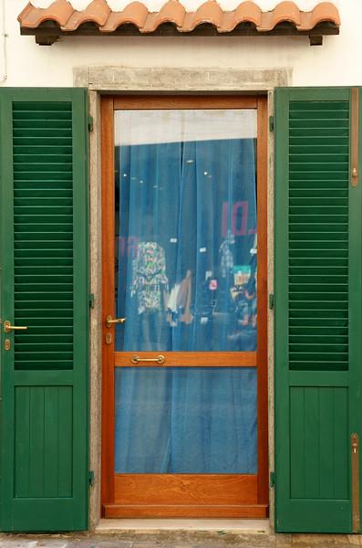 08_19 stefano green shutters DSC04937.JPG