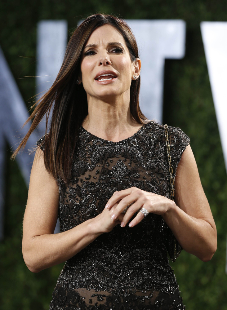 Description of . Sandra Bullock attends the 2013 Vanity Fair Oscars Party in West Hollywood, California February 24, 2013.  REUTERS/Danny Moloshok