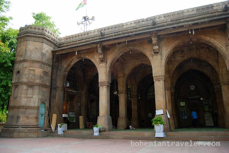 Siddi Sayid's Mosque 1573 Ahmedabad India (3).jpg