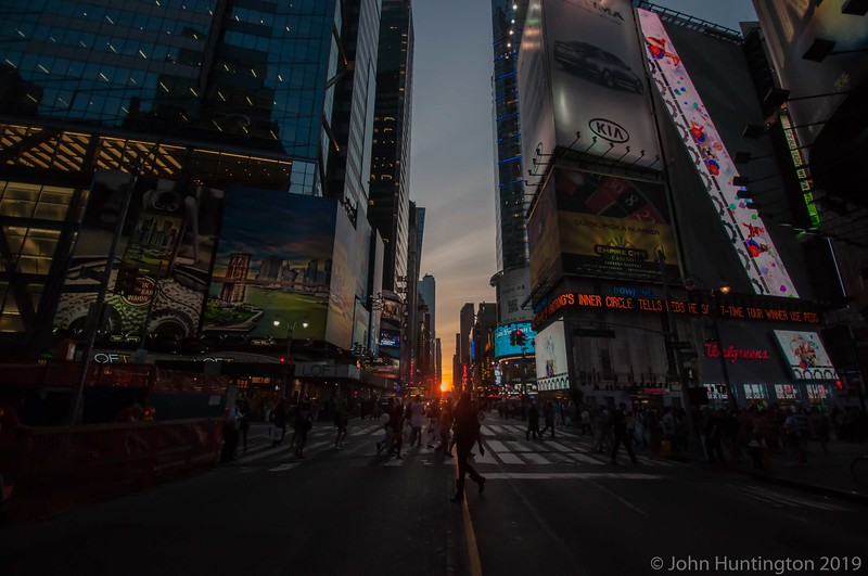 Manhattanhenge in Times Square