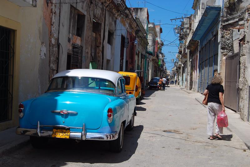 Wandering in the old Havana - Lou Tucciarone