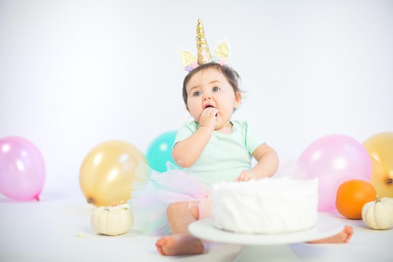 Nora Cake Smash-14.jpg