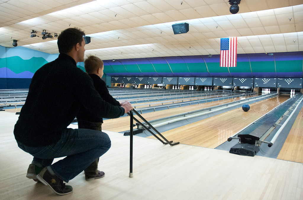 . Kayla Rice/Reformer Keith Tylecki of Fairfax, Va. helps his son Andrew Tylecki, 3, bowl at Brattleboro Bowl on Tuesday afternoon.