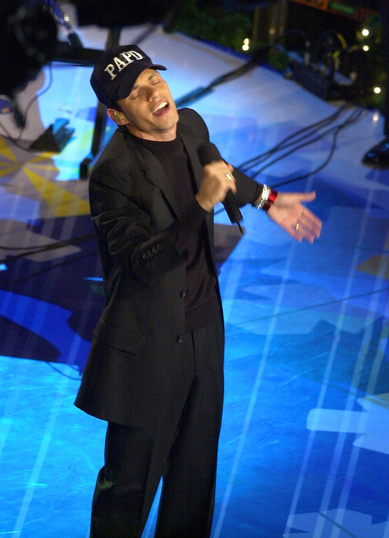 . Singer Marc Anthony performs during the annual Rockefeller Center Christmas tree lighting ceremony Wednesday, Nov. 28, 2001, in New York. (AP Photo/Mark Lennihan)