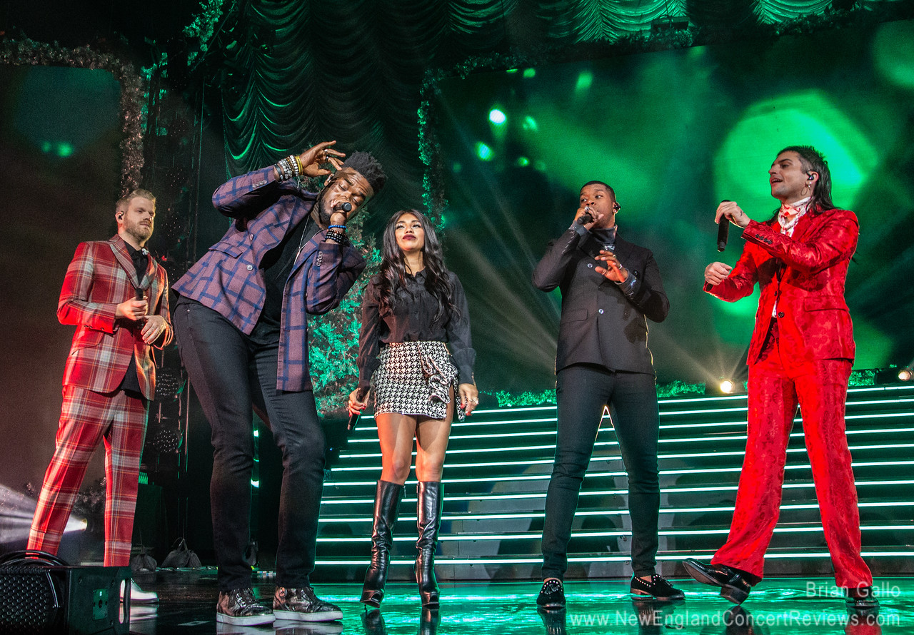 Pentatonix Christmas at  Mohegan Sun Arena