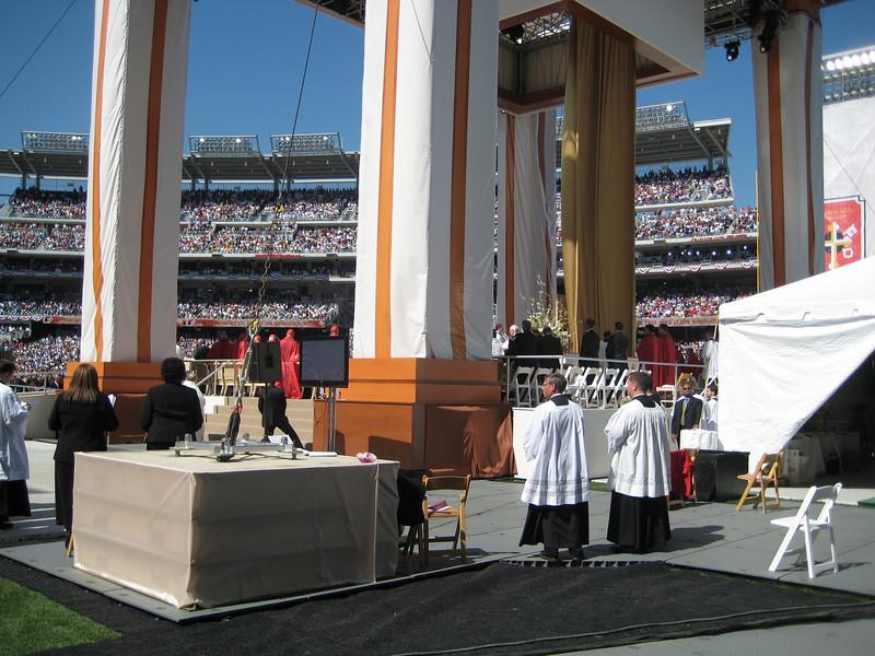 Pope Mass Nats Stadium 4-17-08 072.jpg