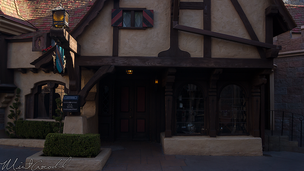 Disneyland Resort, Disneyland, Fantasyland, Castle Heraldry Shoppe, Castle, Heraldry, Shoppe, Closed