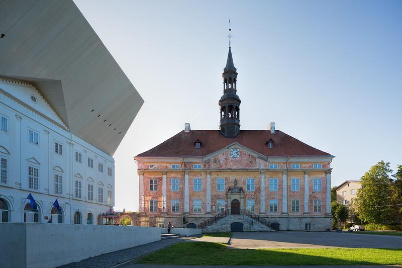 Tartu Ülikooli Narva Kolledž / Narva Raekoda