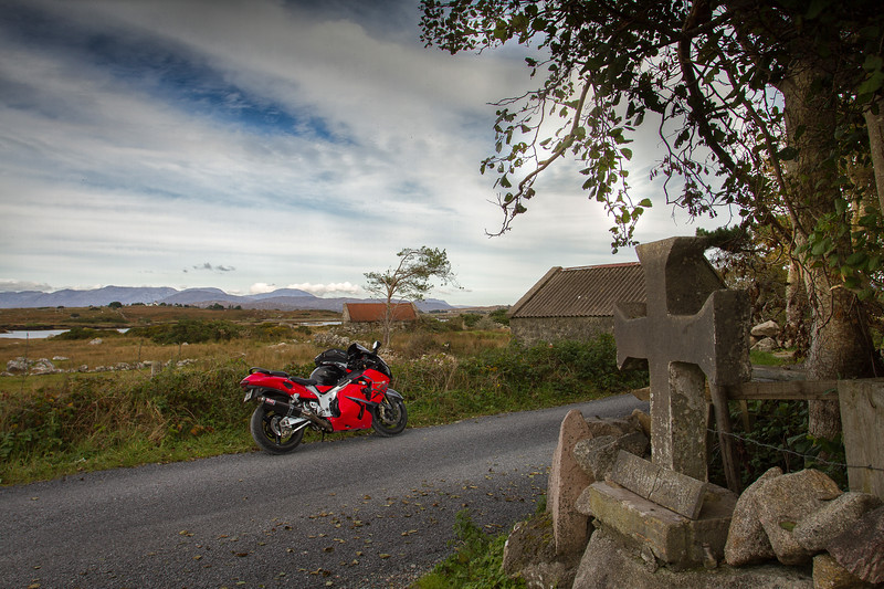 24 Galway The stone cross (Siléar) - junction - N of Rosmuck Chapel