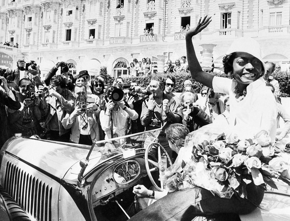 ". A floral panel welcomes American singer Diana Ross arriving in Cannes, France to present ""Lady sings the Blue\"" at the International Film Festival, May 25, 1973. (AP Photo/Levy)"
