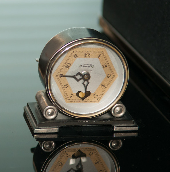 """Lux """"Heartbeat"""" Novelty Clock"""