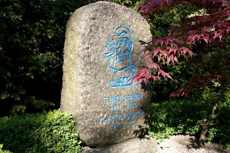 Assistens Kirkegård - maj 2006 Grave og Henry Heerup