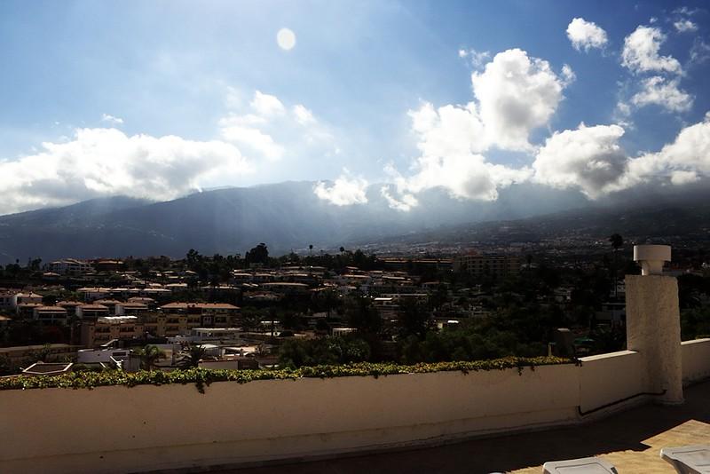Pohled z opalovací terasy směrem k národnímu parku a astronomické observatoři