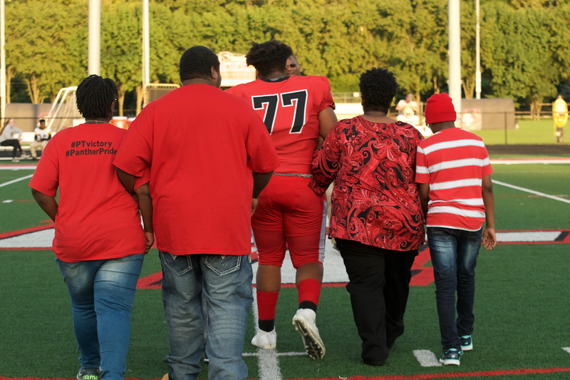 2018_09_28_FootballSeniorNight012.jpg