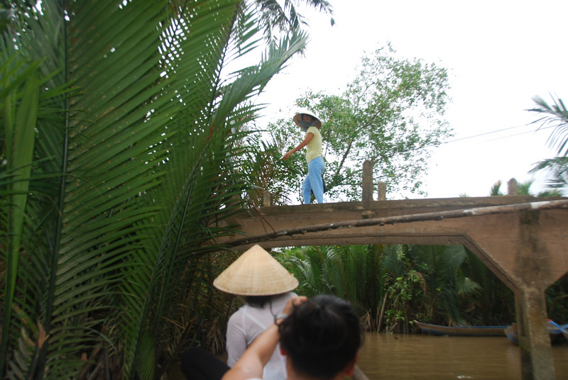 Maybe because I was the only Viet on the tour, but I was the only person allowed to paddle a boat. My paddling was definitely rusty... the tiny women put me to shame as we towed the big men behind us.