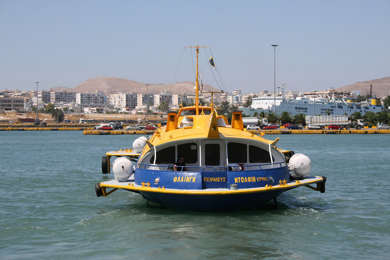 2009 - Hydrofoil FLYING DOLPHIN HERMES departing from Piraeus.