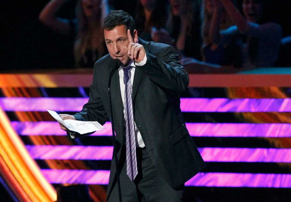 ". Adam Sandler speaks after being named ""Favorite Comedic Movie Actor\"" at the 2013 People\'s Choice Awards in Los Angeles, January 9, 2013.   REUTERS/Mario Anzuoni"