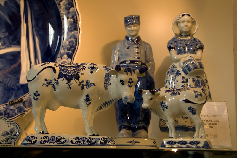 The delftware is all handpainted.
