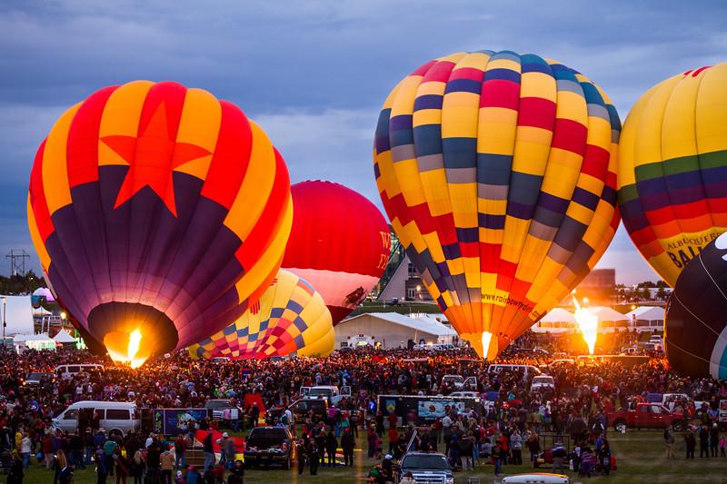 Pursuing the uplift. 2014 Albuquerque International Balloon Fiesta (Festival)