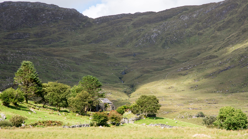 Ruined cottage on the Ballaghbeama Gap pass