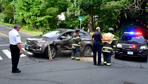 8/13/2019 Mike Orazzi | Staff The scene of a two-car crash at the intersection of Peacedale Street and Hart Street in Bristol. Both drivers were transported from the scene with reported minor injuries on Tuesday afternoon.