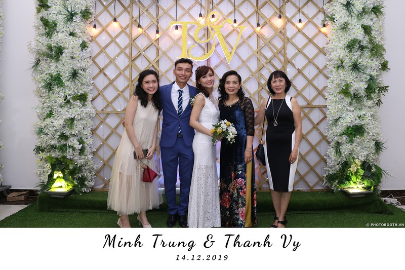 Trung-Vy-wedding-instant-print-photo-booth-Chup-anh-in-hinh-lay-lien-Tiec-cuoi-WefieBox-Photobooth-Vietnam-136.jpg