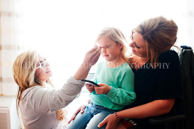 Hillary_Ferguson_Photography_Melinda+Derek_Getting_Ready041.jpg