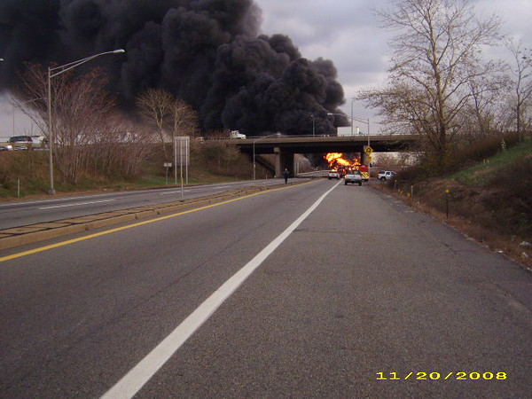 EAST RUTHERFORD, NJ *TANKER FIRE* NJTPK WESTERN SPUR 16W OFF RAMP 11/20/08