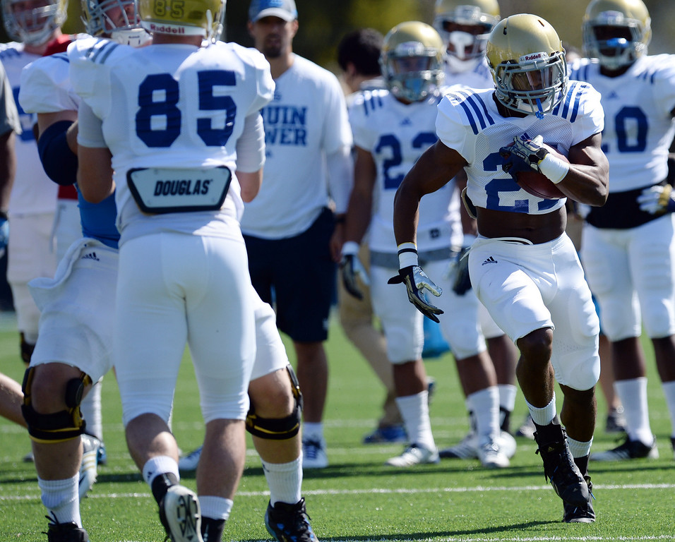 . UCLA\'s Craig Lee during football practice at  Spaulding Field on the UCLA campus Saturday 5, 2014.  (Photo by Hans Gutknecht/Los Angeles Daily News)