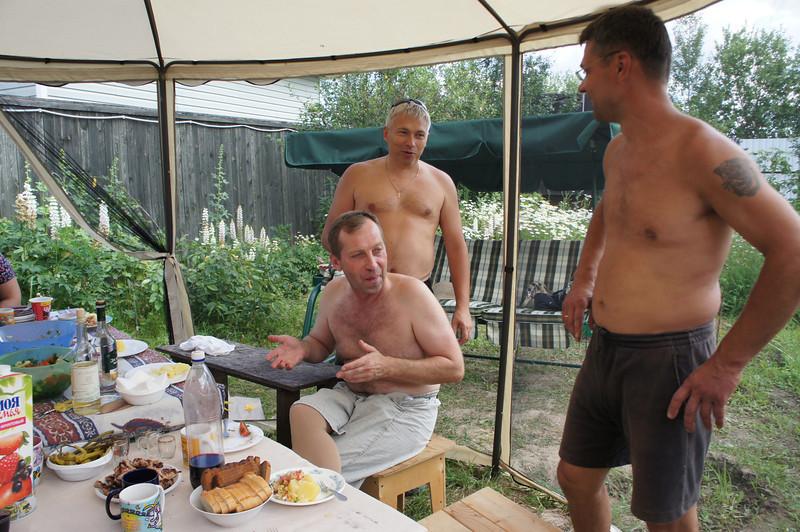 2012-07-07 Полегаевы - Дача 03.JPG