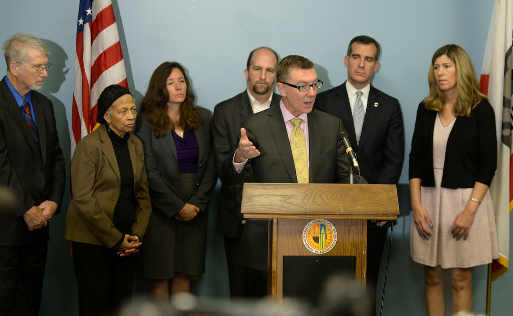 . (l-r) Bennett Kayser, Dr. Sylvia Rousseau, Monica Ratliff, Steve Zimmer, John Desy, Eric Garcetti and Tamar Galatzan. LAUSD Superintendent John Deasy, flanked by LA Mayor Eric Garcetti and members of the School Board,  held a news conference to provide an update on the bus crash in Northern California at the LAUSD headquarters. Los Angeles, CA. 4/11/2014 (Photo by John McCoy / Los Angeles Daily News)