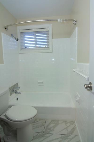 upstairs bath_MG_2750.jpg