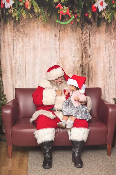 Ameriprise-Santa-Visit-181202-5053.jpg