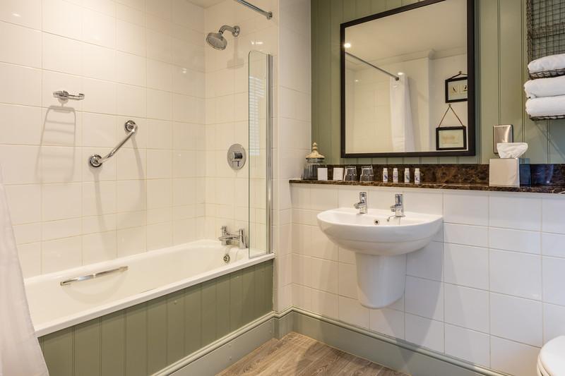Bathroom d.jpg
