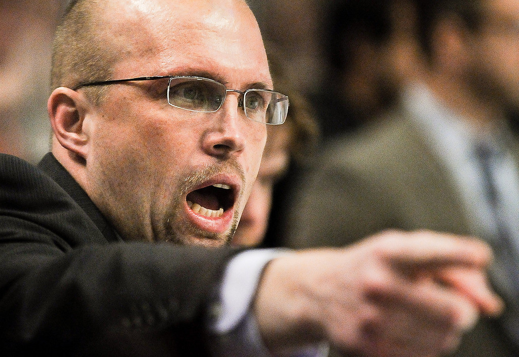 . Minnesota head coach Mike Yeo has a word with players in the third period. (Pioneer Press: Ben Garvin)
