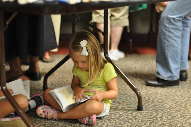 reading under the table ;^D.jpg