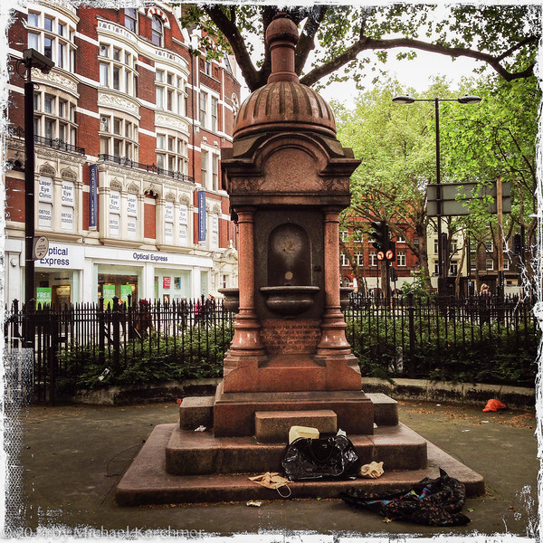 The monument and its trash, London (May, 2014)