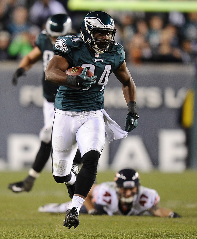 . Bryce Brown #34 of the Philadelphia Eagles carries the ball downfield for a touchdown against the Chicago Bears during the fourth quarter at Lincoln Financial Field on December 22, 2013 in Philadelphia, Pennsylvania. The Eagles defeat the Bears 54-11. (Photo by Maddie Meyer/Getty Images)