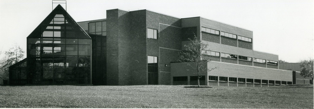 . The Business and Engineering Building at Lakeland Community College, Nov. 3, 1988, ahead of its dedication. (News-Herald file)