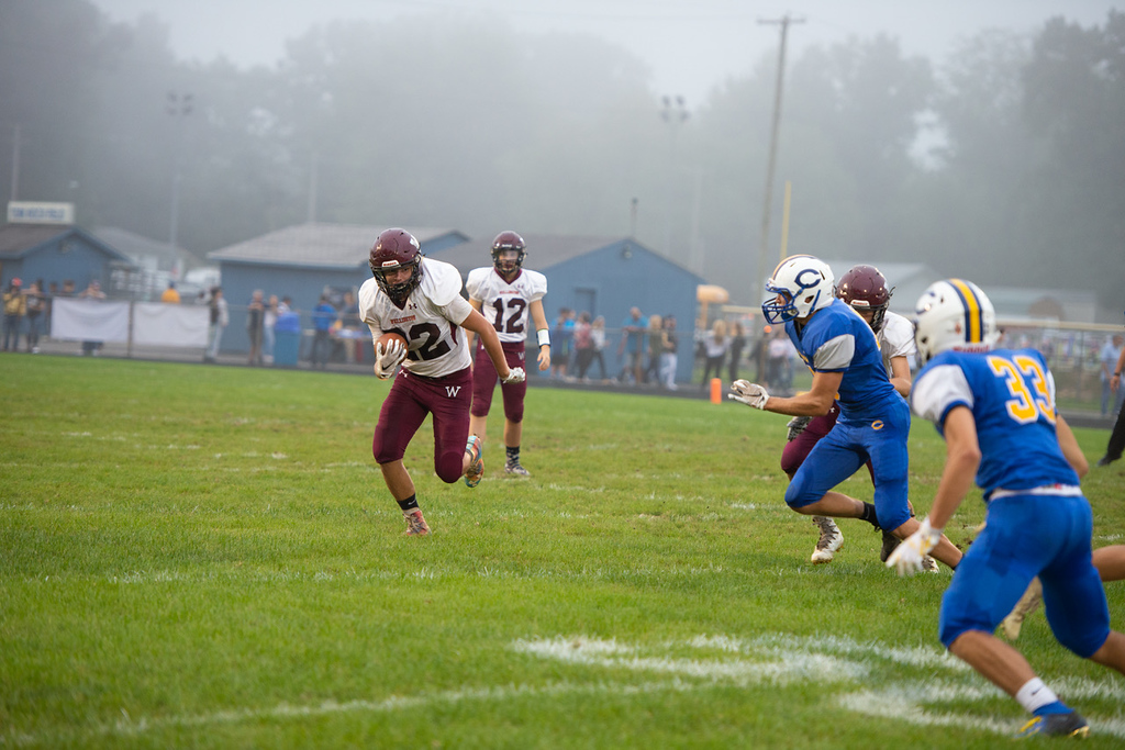 . Aimee Bielozer - The Morning Journal<br> Wellington quarterback Ben Higgins runs against Clearview on Sept. 14.