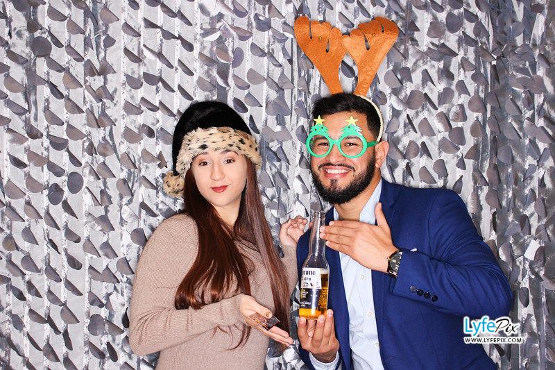red-hawk-2017-holiday-party-beltsville-maryland-sheraton-photo-booth-0181.jpg