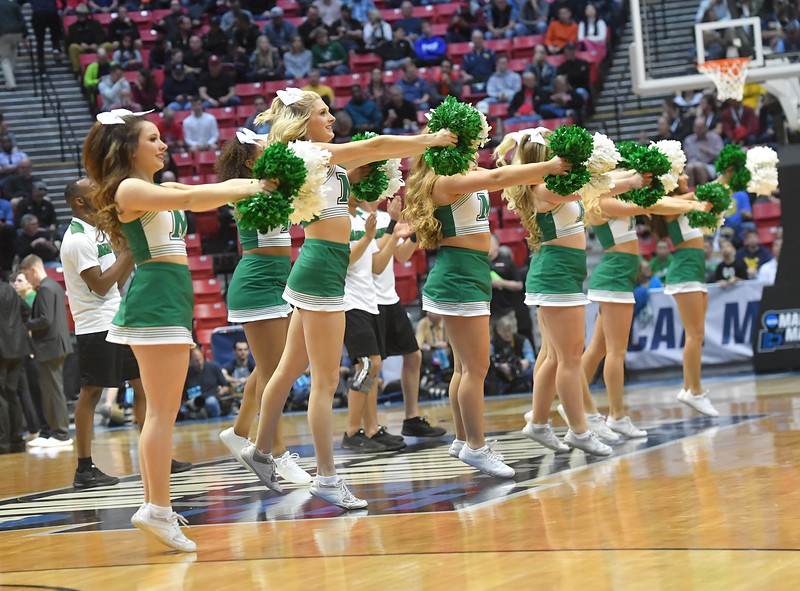 cheerleaders0523.jpg
