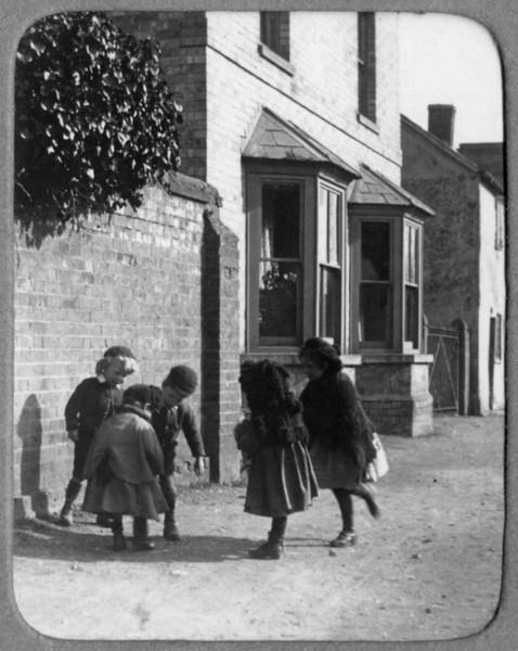 Children outside the Manse (Rev Holland). Provided by Elizabeth Smith
