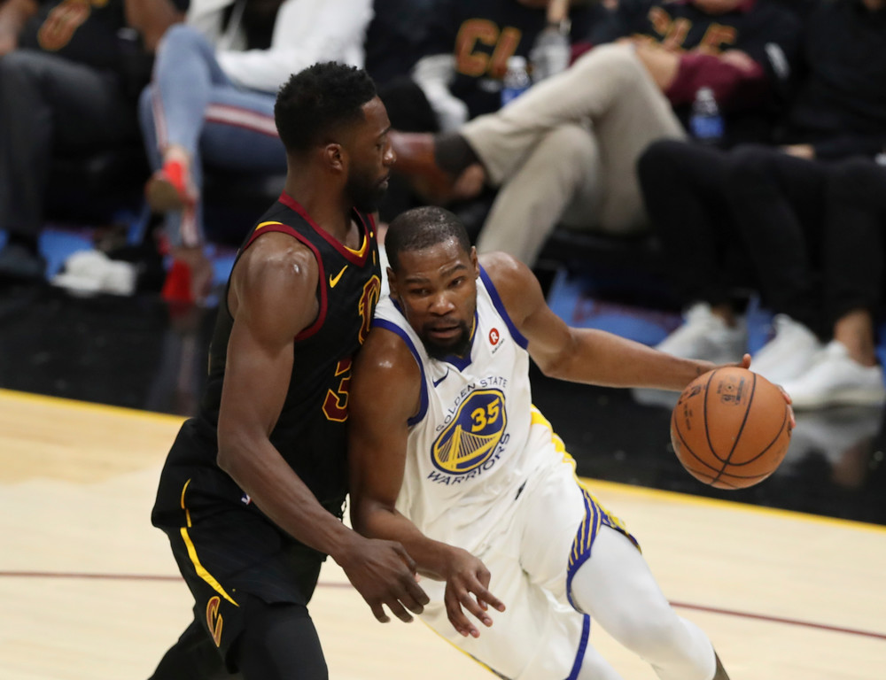 . Golden State Warriors\' Kevin Durant goes to the basket against Cleveland Cavaliers\' Jeff Green in the second half of Game 3 of basketball\'s NBA Finals, Wednesday, June 6, 2018, in Cleveland. (AP Photo/Carlos Osorio)