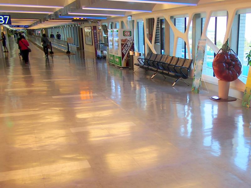 P9292755-departure-corridor.JPG