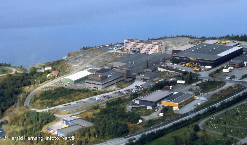 Teknologibyen, med KV og senere NFT midt på.  Bilde antatt fra KV-tiden. 270 ansatte på det meste. Til høyre Kr. Hansen engros og Nordnorsk diesel.  Møbelforretning i orange hus, bilverksted bak. Helt til venstre Hvarings grafiske.