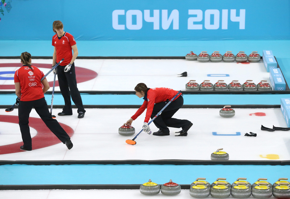 . Eve Muirhead (C) of Great Britain prepares to throw during the Bronze Medal match between Switzerland and Great Britain in the Women\'s Curling competition in the Ice Cube Curling Center at the Sochi 2014 Olympic Games, Sochi, Russia 20 February 2014.  EPA/TATYANA ZENKOVICH