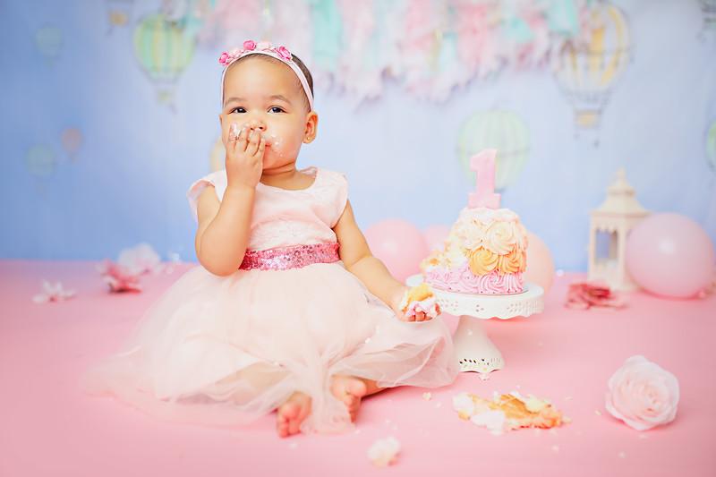 ttgnewport_babies_photography_hot_air_balloon_cakesmash-9224-1.jpg