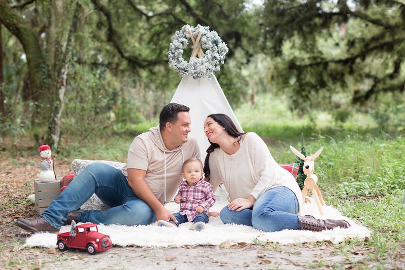 Holiday Minis- Acosta Family-34.jpg