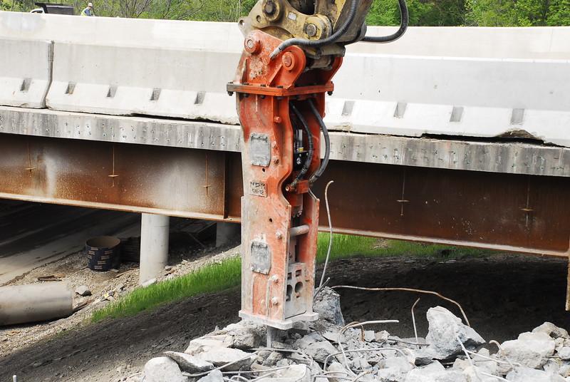 NPK GH12 hydraulic hammer on Cat excavator_bridge demolition (39).JPG